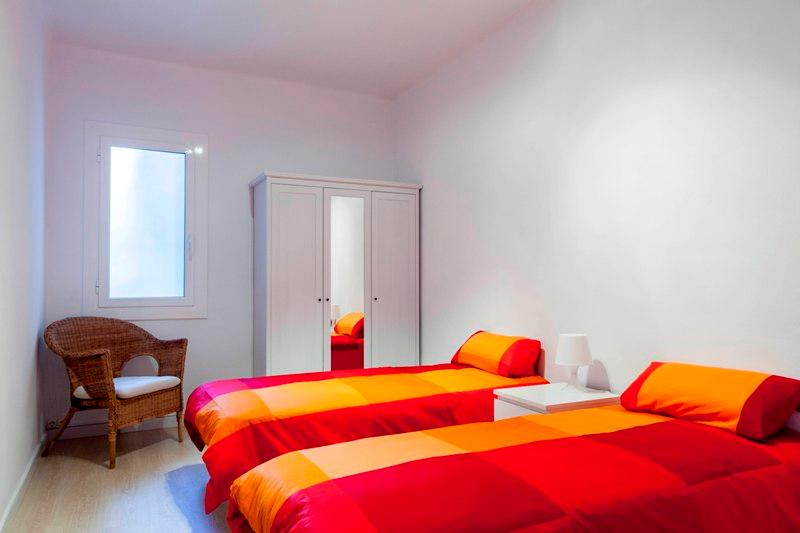 Chambre 1 avec 2 lits simples (peut devenir un lit double)