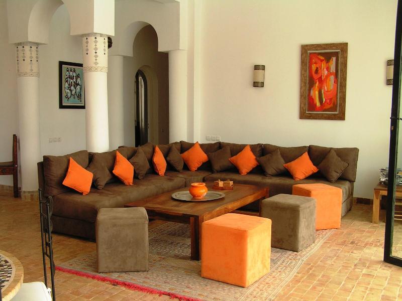 Livingroom pool and garden view