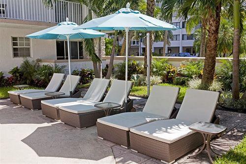 pool lounge area, Towels provided!