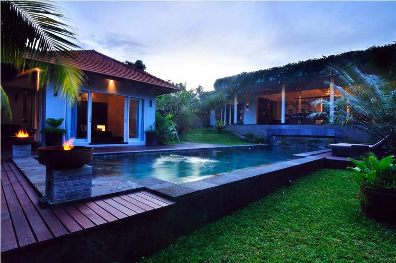 Villa & Pool Overview
