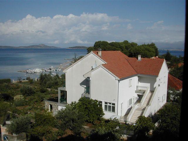 Apartmani Zlarin, vacation rental in Sibenik