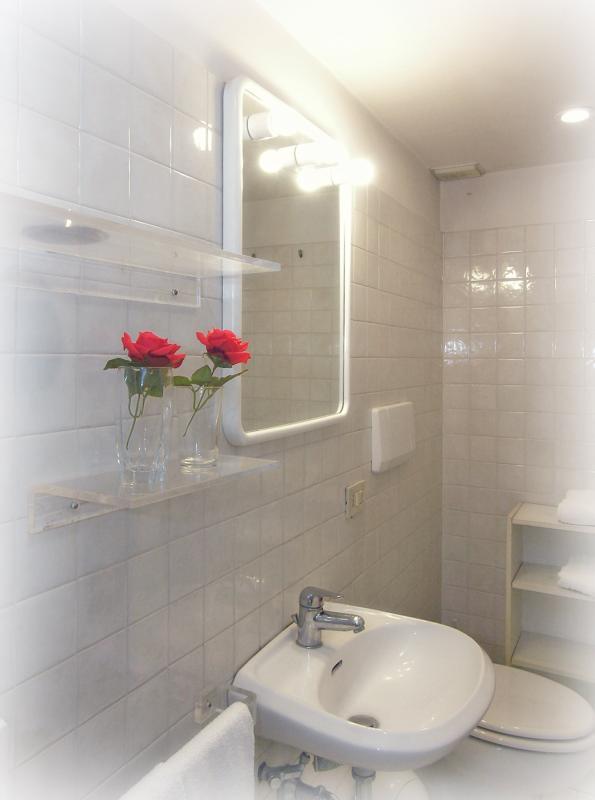 Bathroom of the single beds room
