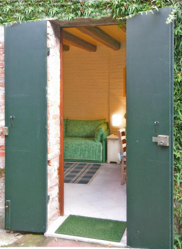 Entrance to the dependance in the garden