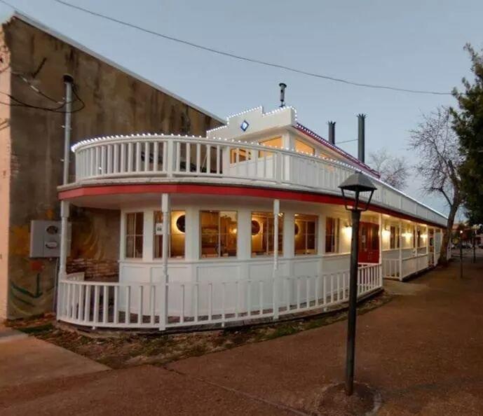Dreamboat BBQ & Hot Tamales