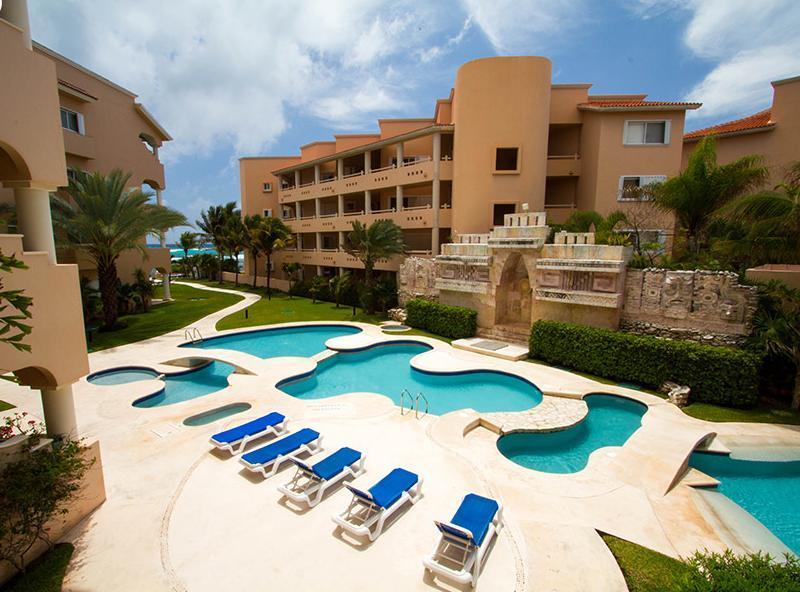3 bedroom beachfront condo in  Riviera Maya, Ferienwohnung in Puerto Aventuras