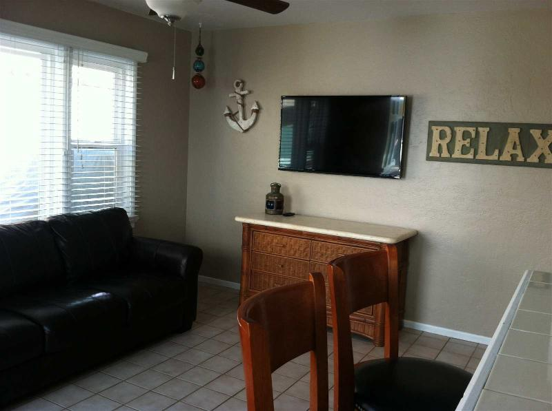 Flat screen tv with free cable.  Free wifi
