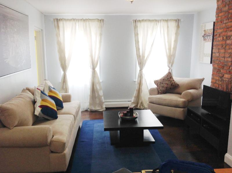 Cozy Garden View Apartment! Perfect for Families! 20 Mins to World Trade Center!, vacation rental in Brooklyn