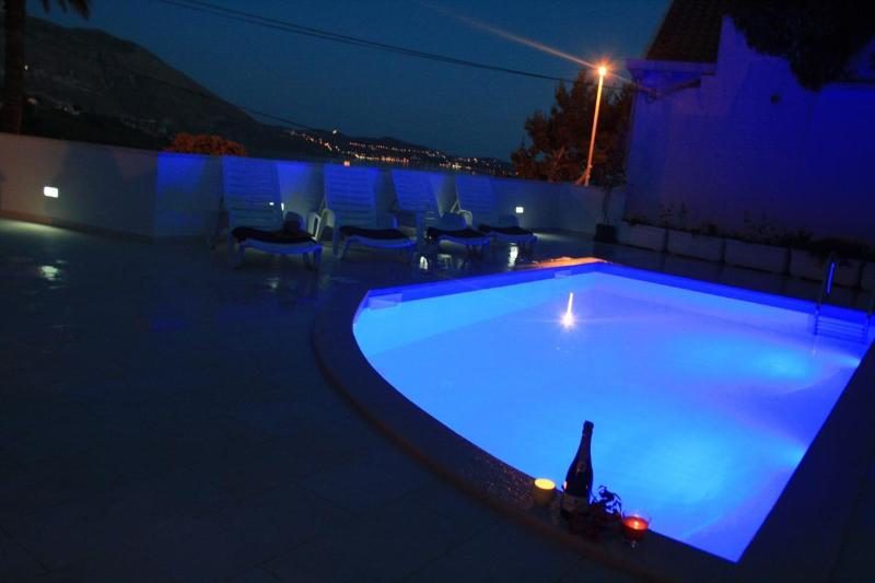 Sunny Apa.FOR2 withPool,Seaview,WiFi,8kmDubrovnik, vacation rental in Mlini