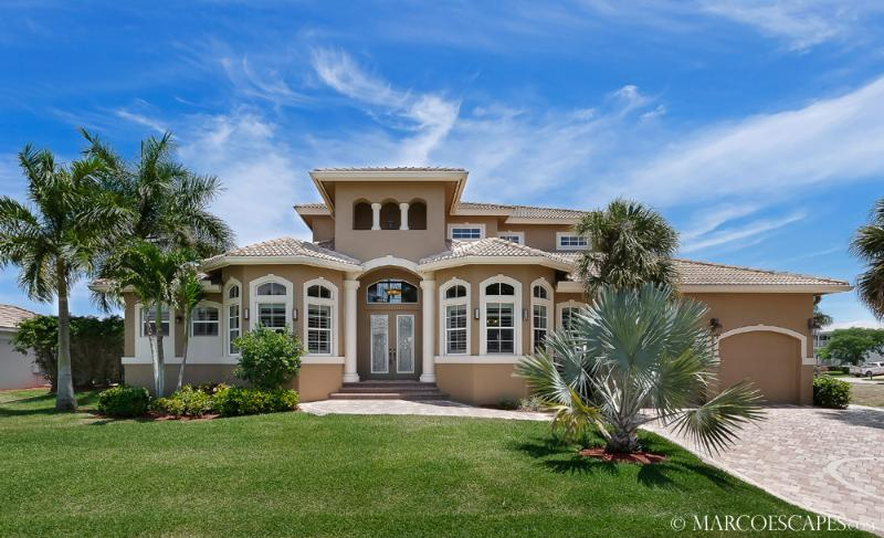 CASA DEL MAR - 5 Bedroom Island Estate Near Tigertail Beach!!, vacation rental in Marco Island