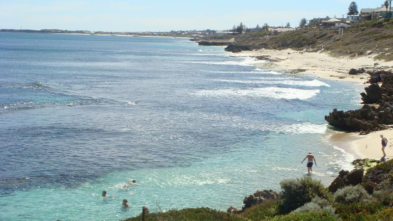 glorious swimming bays - 400 metres to coast (5 minute walk)