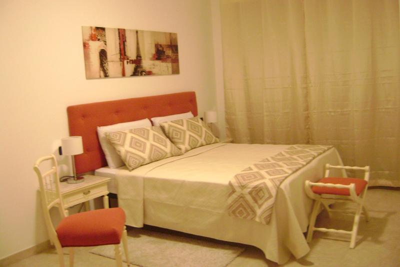 Scarlet room at Sun&Sardinia B&B -just 10 minutes from airport and Poetto beach, vacation rental in Dolianova