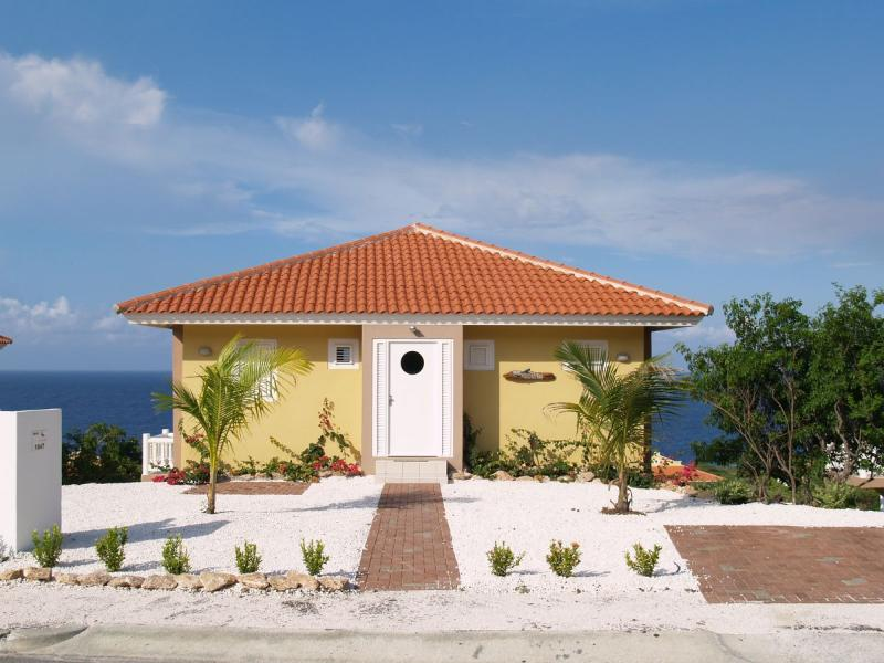 Villa Los Compaynos - Coral Estate, holiday rental in Sint Willibrordus