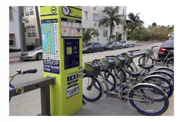 Deco Bike @ 40 Street