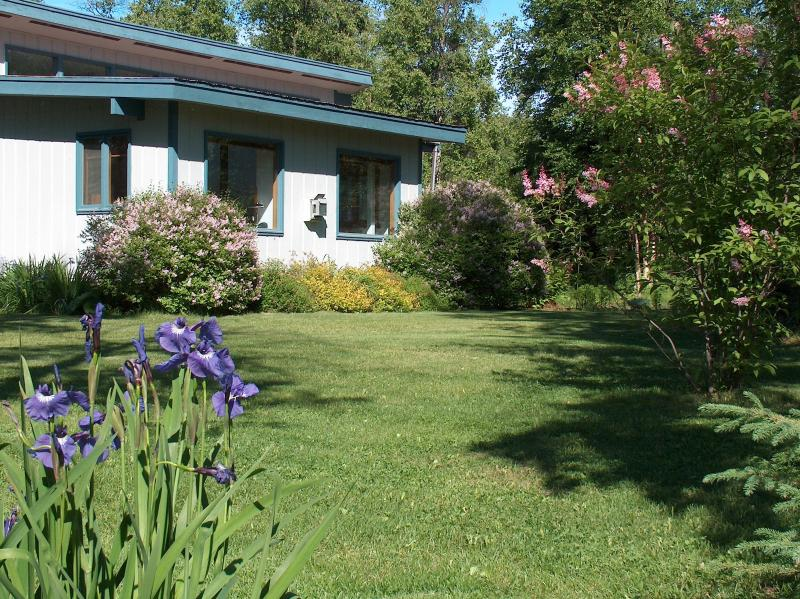 Two bedroom Cottage between Wasilla and Palmer, vacation rental in Wasilla