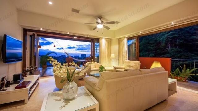 Diapositiva abrir las paredes de vidrio movible en el reciclamiento de terraza y traer el exterior interior!