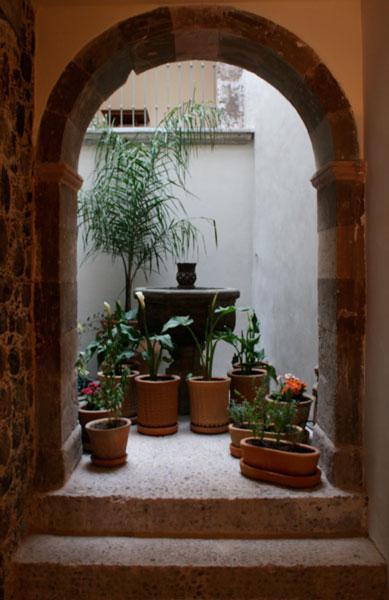 Fontana in ingresso-primo piano