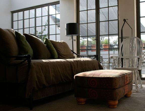 Salotto con camino, TV e tè suite w / frig & microonde w / comunicante anteriore terrazza-3rd fl