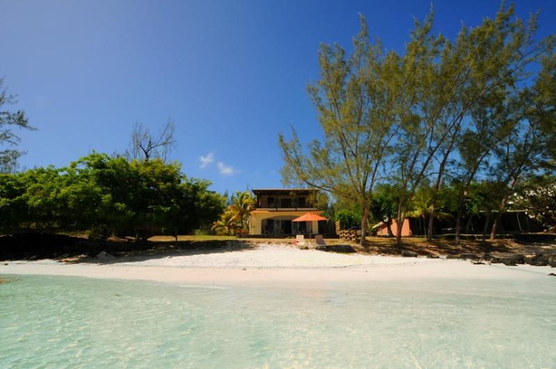 Villa Les 2 Cocos Roches Noires Mauritius beachfront private villa to rent