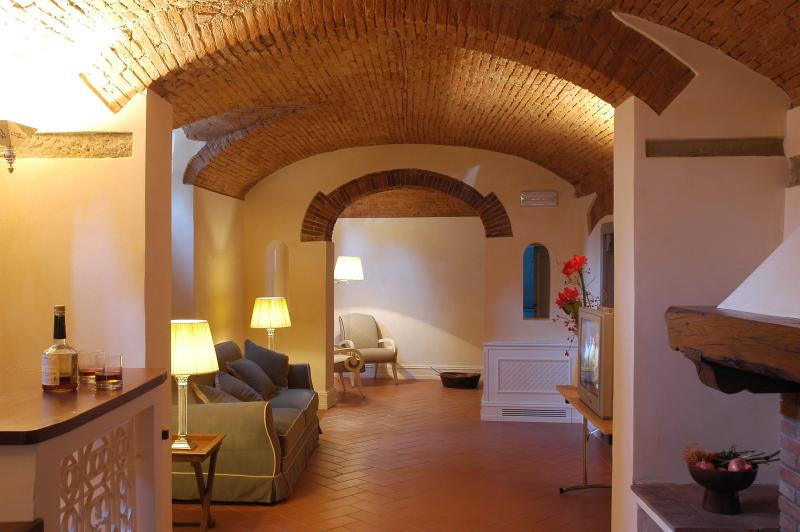 Charming Apartment in a Florence Palazzo on the Arno - Palazzo dell'Arno - Aquam, vacation rental in British Virgin Islands