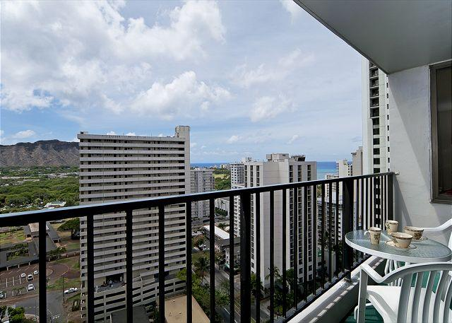 Gorgeous Diamond Head And Partial Ocean Views From The Lanai