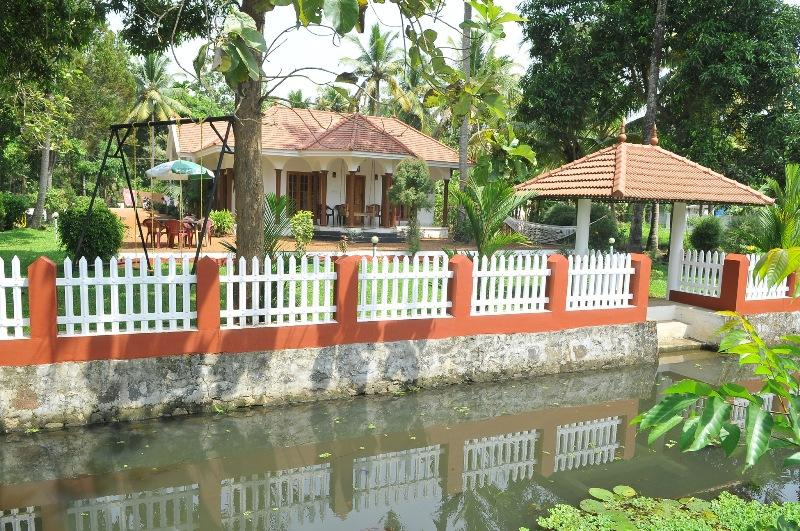 Coconut creek kumarakom homestays and houseboats, vacation rental in Kottayam