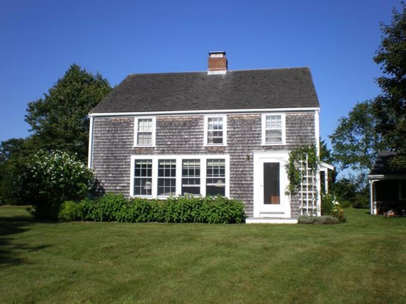 BERNS - Country Charm, Screened Porch, Large Yard, Bike Paths, holiday rental in West Tisbury