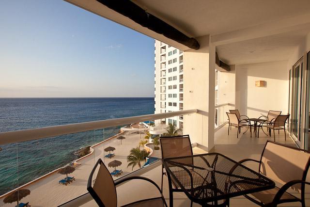 Groot balkon met zitje voor 8, spectaculair uitzicht