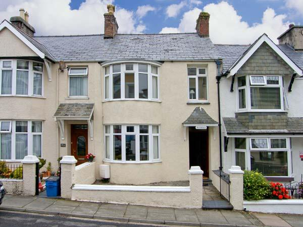 AVONDALE, Victorian bay-fronted, mid-terrace, en-suite, garden, in, holiday rental in Dolbenmaen