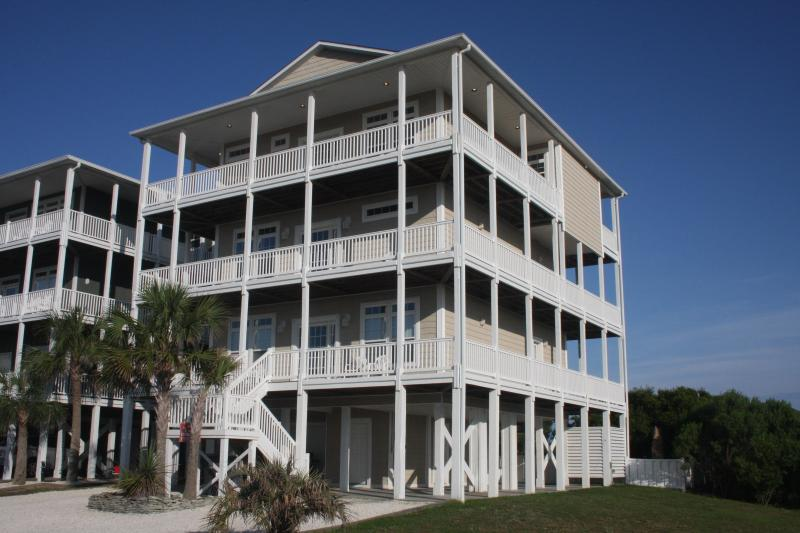Oceanview 8BR (4Kings), Free Linens, Heated Private Pool, Elevator, vacation rental in Ocean Isle Beach
