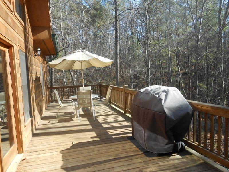 Upper Deck with Gas BBQ Grill