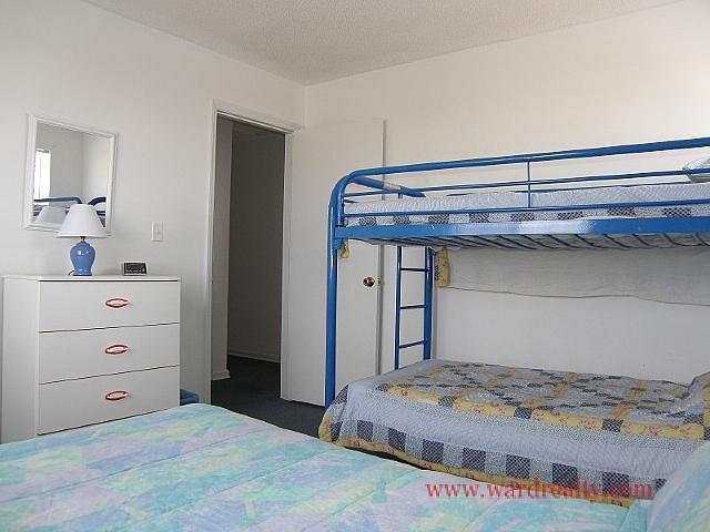 North Streetside Double & Bunk Bedroom II