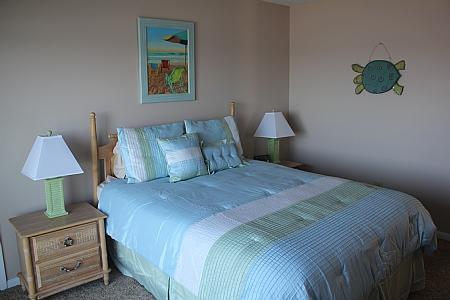 2nd Floor Oceanfront Master Bedroom w/ Queen Bed
