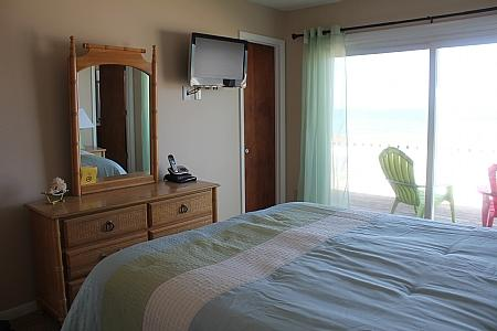 2nd Floor Oceanfront Master Queen Bedroom II