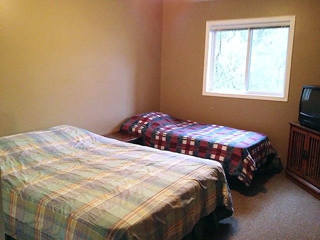 Right Upstairs Bedroom (Queen and Single)