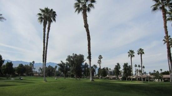 SM457 - Monterey Country Club - 2BDRM Plus Den, 2 BA, vacation rental in Palm Desert