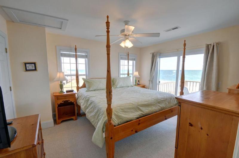 King Master Bedroom(Top Floor)