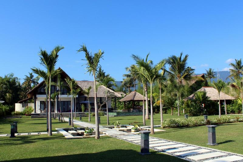 Beachfront Luxury Villa in the North Bali – semesterbostad i Buleleng Regency