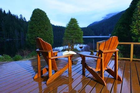 North Lake 2 Bedroom Sunshine Coast Water Front Retreat, holiday rental in Madeira Park