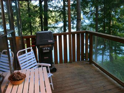 North Lake 1 Bedroom Water Front Retreat on the Sunshine Coast, vakantiewoning in Gibsons