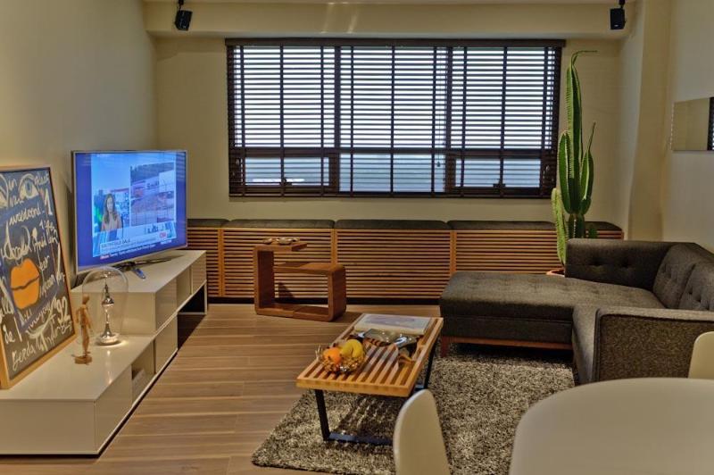 Sleek One Bedroom Suite w/ Golf Views in BGC Fort, vacation rental in Metro Manila