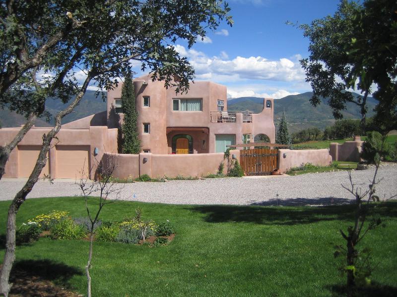 Villa Alta Vista. Sleeps 6-8. M'tn top aerie, views., vacation rental in Aspen