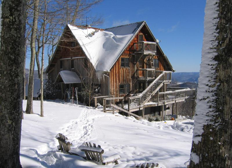 7 Bedroom Lodge-Spacious/Beautiful/No Neighbors, vacation rental in Richwood