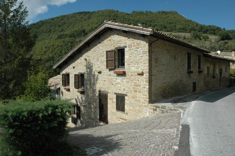 Antique hayloft -National Park Monti Sibillini, vacation rental in Fiastra