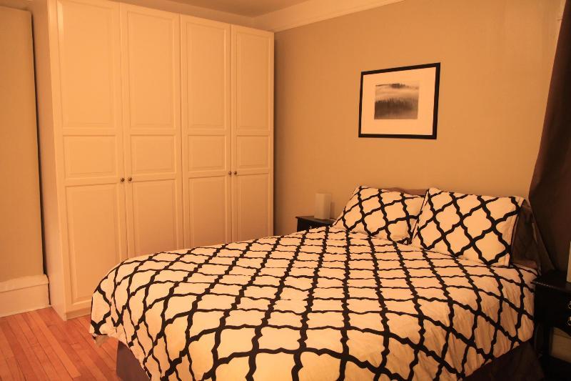 Camera da letto con letto matrimoniale confortevole queex
