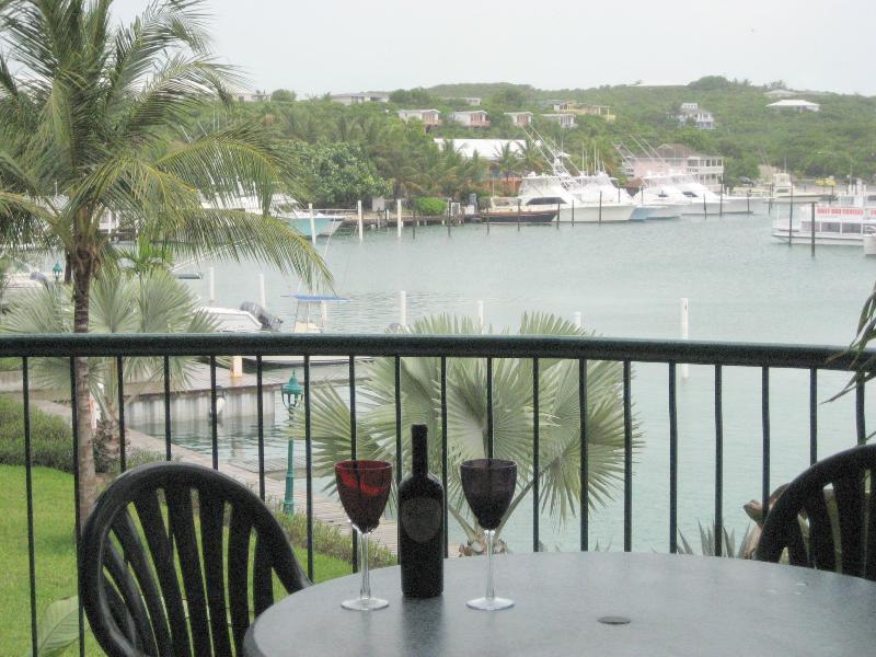 Balcone vista - sinistra guardando oltre Turtle Cove...