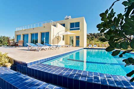 VIEW THIS!...SUNNY VILLA spacious villa with FREE WiFi, Private POOL, AC/Heating, casa vacanza a Ayios Amvrosios