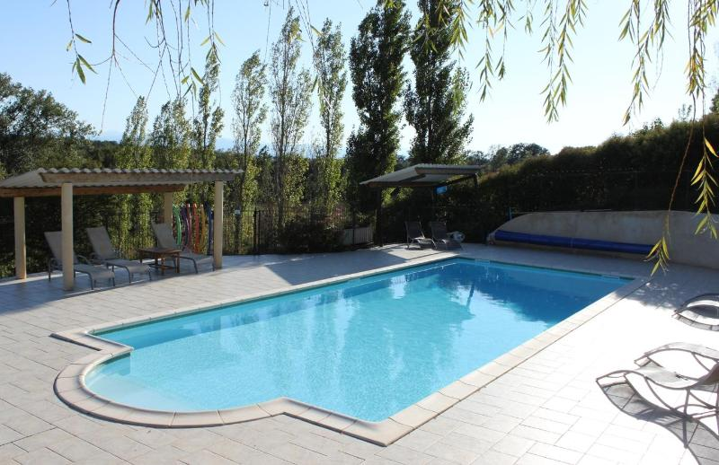 L'Ostalet - Lovely house with private garden, holiday rental in Lapenne