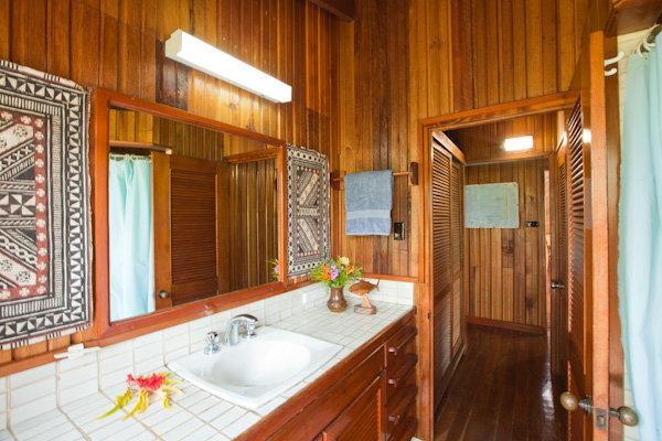 Vous pouvez entrer dans la salle de bain de l'extérieur--aucun souci sur le suivi de sable dans la maison
