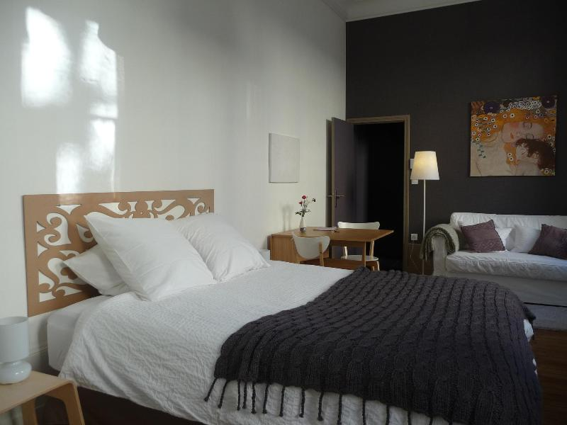 Charming Apartment, Nuits Citadines in  Dijon, holiday rental in Saint-Apollinaire