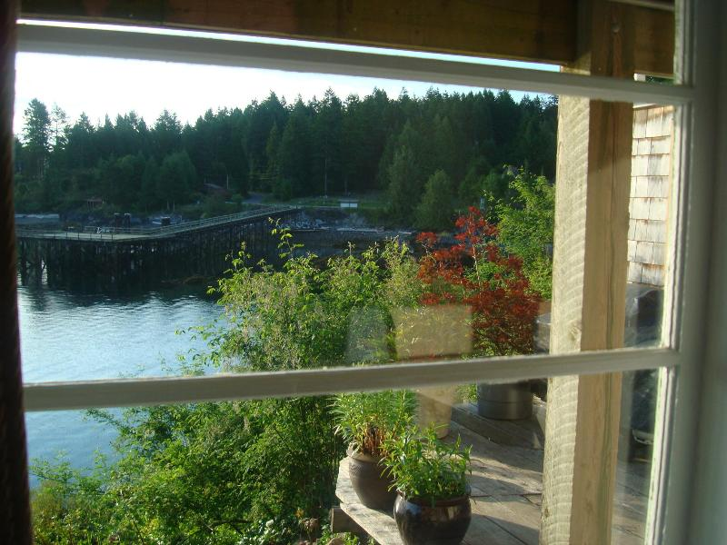 Rosebank Cottage - the Quarterdeck, vacation rental in Vananda